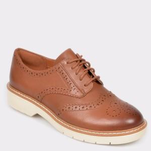 Pantofi CLARKS maro, Witcech, din piele naturala - cl9n16111d4witcech diagonala simpla fundal gri - Pantofi CLARKS maro, Witcech, din piele naturala